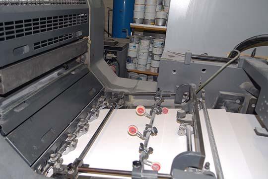 Prise du papier sur presse feuille à feuille